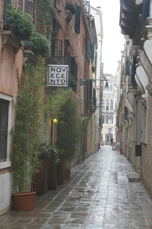 Novecento Boutique Hotel: Outside the hotel
