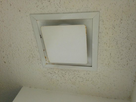 La Quinta Inn & Suites Orlando Convention Center: AC ceiling outlet full of dust