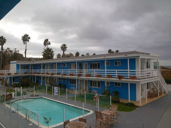 The Inn at Sunset Cliffs: View of hotel, facing south