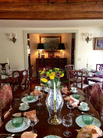 1708 House: Ready for breakfast guests!