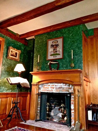 1708 House : A cozy fire in the malachite room