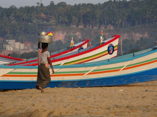 The Travancore Heritage Beach Resort: Carrying away the morning's catch