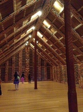 Musée du mémorial de guerre d'Auckland : Dentro do museu!