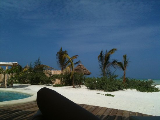 Zanzibar White Sand Luxury Villas & Spa : relax near the pool facing the sea!!