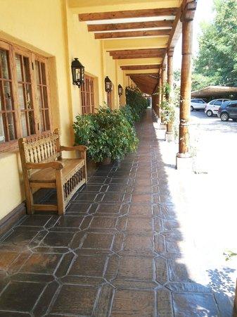 Hotel Santa Cruz: patio