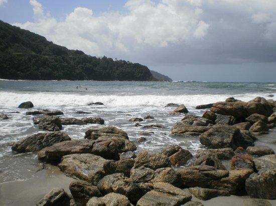 Camburizinho Beach : Vista das pedras