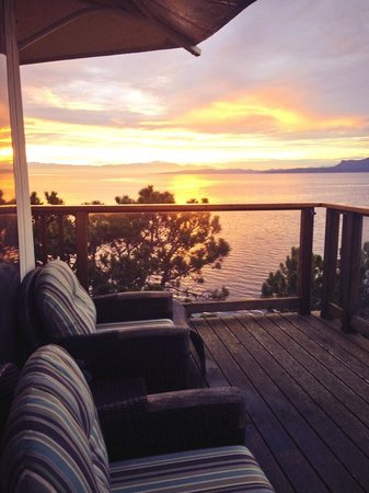 Rockwater Secret Cove Resort : Sunset on the deck!