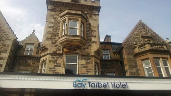 Bay Tarbet Hotel: Front of Hotel