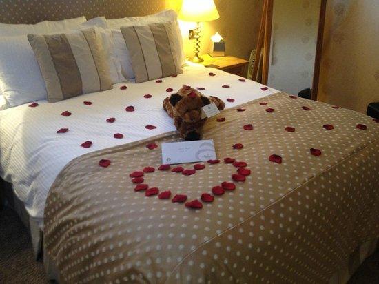 Cranleigh Boutique: Romantic Bed