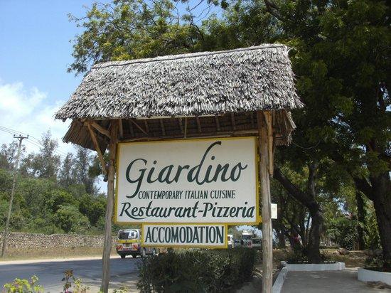 Cartello Sulla Strada Foto Di Giardino Restaurant