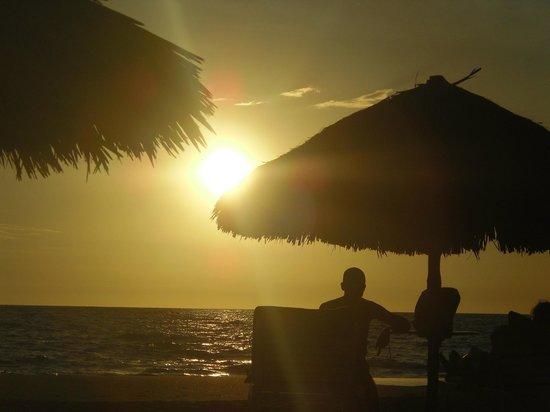 Orangea Village: tramonto in villaggio
