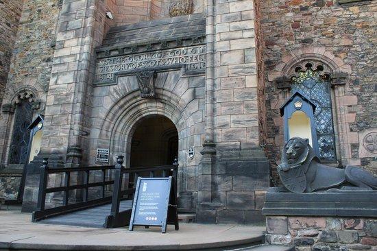 Edinburgh Castle: Scottish War Memorial - front view