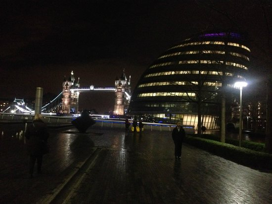 Hilton London Tower Bridge: landescape from the riverside