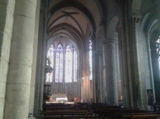 Église Saint-Nazaire : Interno 1