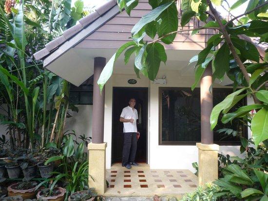 Laluna Hotel and Resort: puerta habitacion
