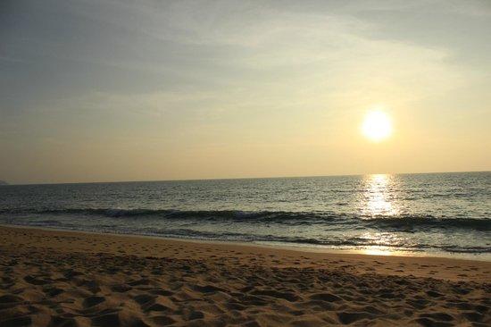 SALA Phuket Resort & Spa : Pôr do sol direto do hotel.