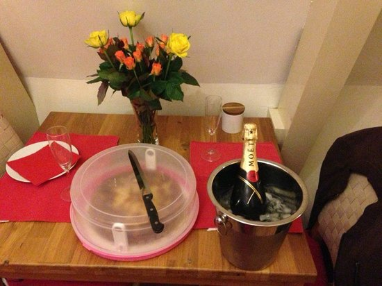 CityCenter Bed and Breakfast Amsterdam: Silvester-Verpflegung