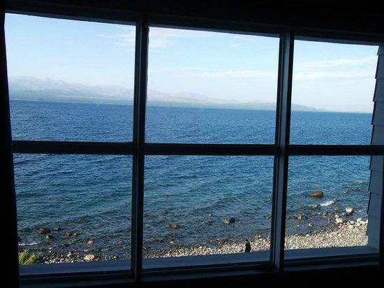 Patanuk Lake Hostel: El ventanal de la habitación de 9 camas