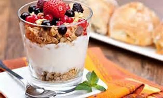 Meadow Lake View Bed and Breakfast: Fruit and Yogurt Parfait