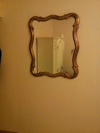 Seibel's Park-Hotel: mirror and wardrobe