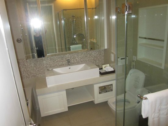 Grande Centre Point Terminal 21: Bathroom