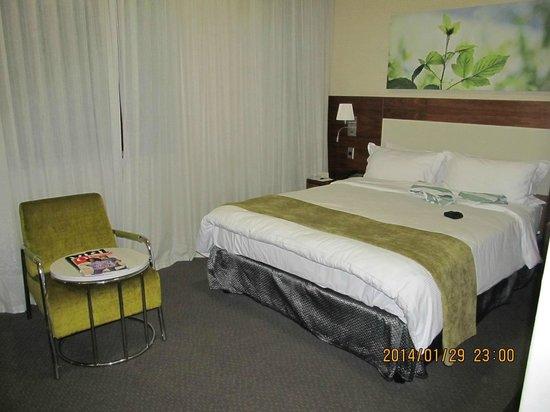 DoubleTree by Hilton Cape Town - Upper Eastside: Room