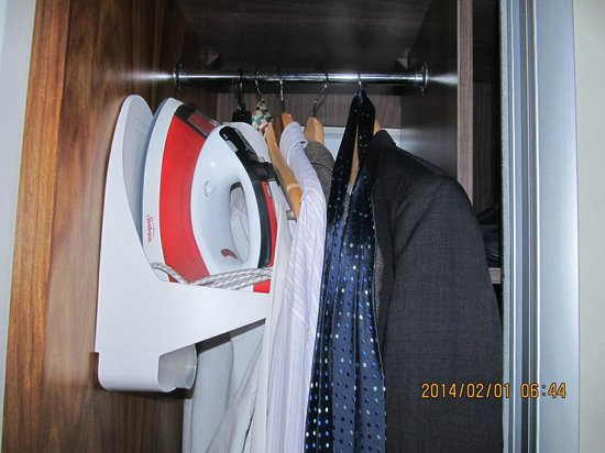 DoubleTree by Hilton Cape Town - Upper Eastside: small storage