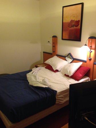 Opera Cadet Hotel : Quarto casal