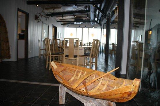 Máttaráhkká - Northern Light Lodge: Dining Area, for good WiFi sit near the window.