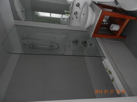 Penguin Hotel: Baño