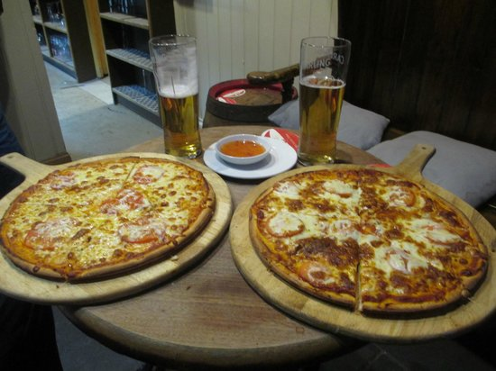 The New Three Mariners: Nice pizzas.