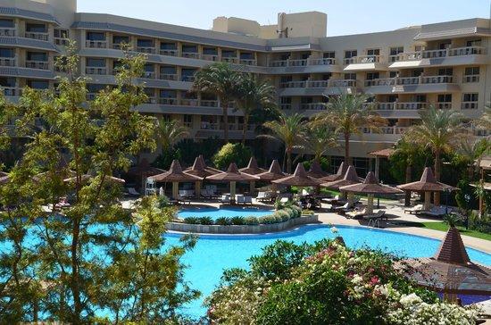 Sindbad Aqua Hotel & Spa : Общий вид внутреннего двора.