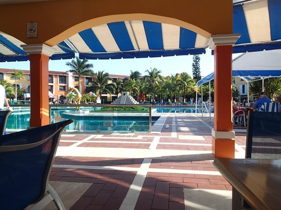 Hotel Cozumel and Resort : largest pool on the island