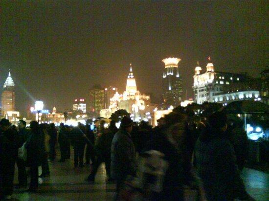 Riverside Promenade (Bingjiang Da Dao): luci nella notte