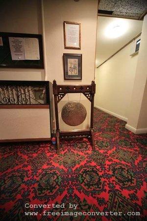 The Paddocks Hotel: gong