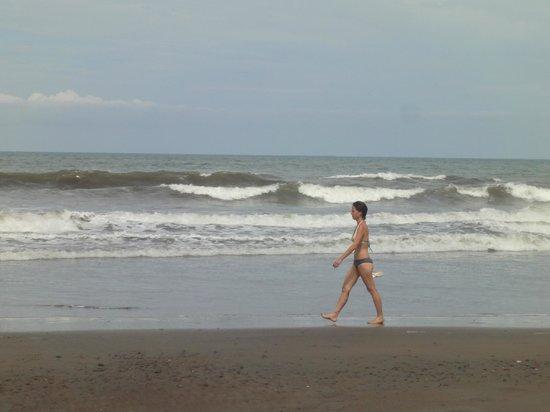 Jaco Beach : Vista de la playa, con poco gante