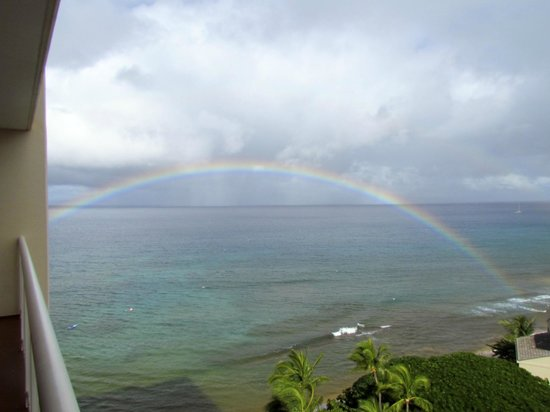 ‪‪Ka'anapali Beach Club‬: Rainbow over the ocean viewed from our lanai‬