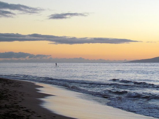 Ka'anapali Beach Club: Paddle boarder w/sunset from beach