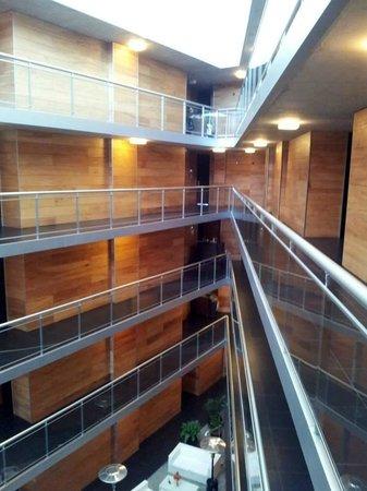Costa Colonia Riverside Boutique Hotel: Calidez en el espacio común