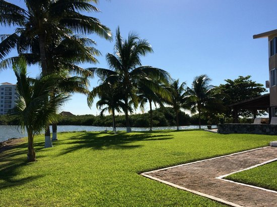 Coral Mar : immaculate grounds