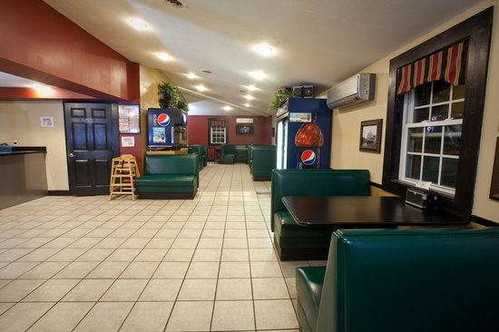 Paladino's Cicero Pizza: Dining Area