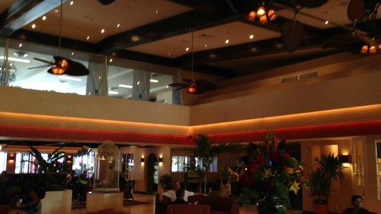 Newport Beachside Hotel and Resort : Entrada/Recepção