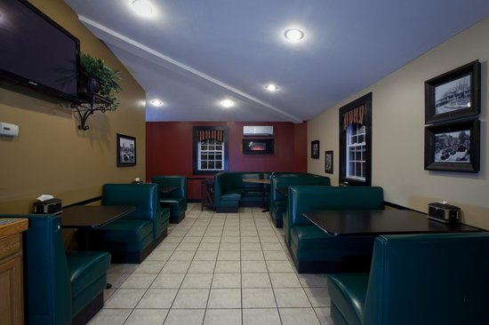 Paladino's Cicero Pizza: Rear Dining Area