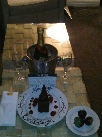 Kimpton Hotel Palomar Philadelphia: Birthday cake left in my room:)