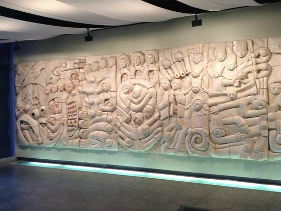 Royal Tyrrell Museum: Carving