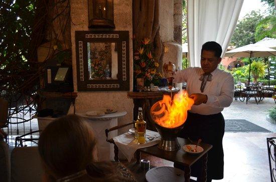 Hotel Hacienda de Cortes : Creating a flaming bananas masterpiece!