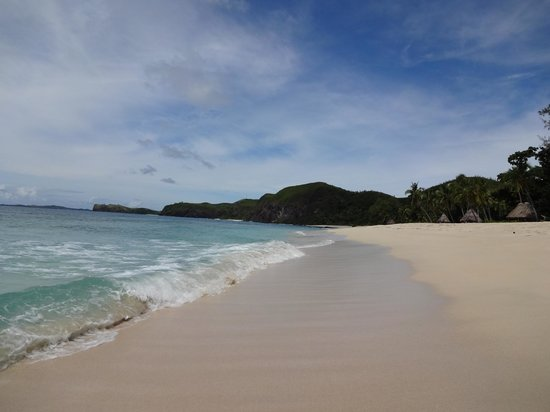 Yasawa Island Resort and Spa: Beach in front of our Bure