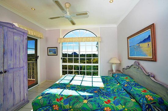 Cooroy Country Cottages: Australian middle bedroom