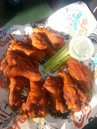 Nemo's on the Beach: Hot wings
