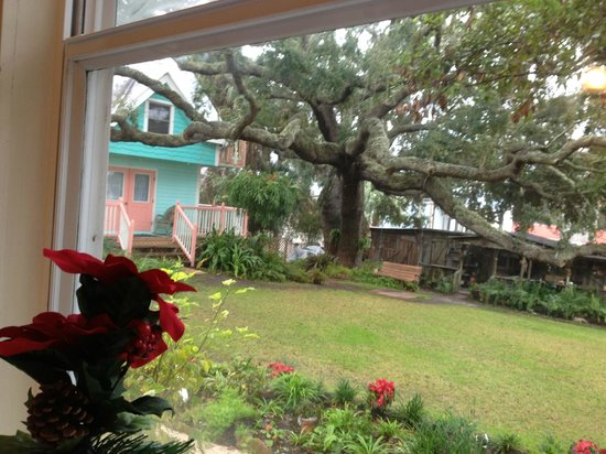 Cedar Key Bed and Breakfast: The view from the breakfast area